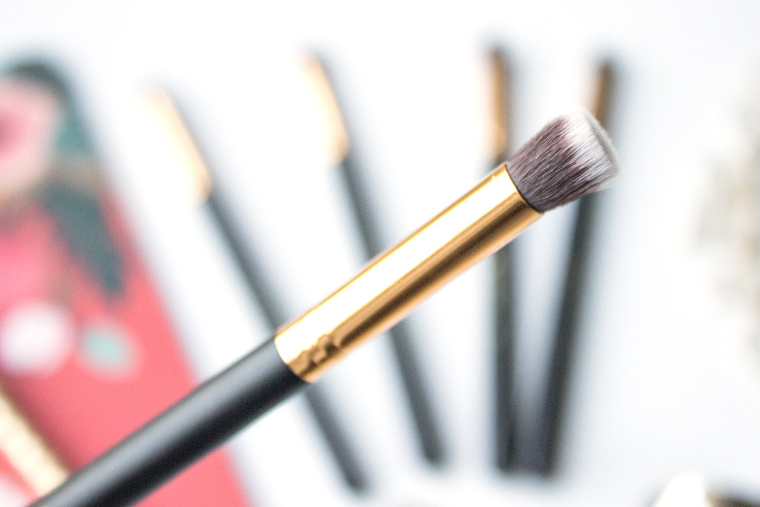 2250d938f425a 120 Small Flat Blending Face Brush. This mini version of the 116 brush is  excellent for applying concealer to targeted areas of the face.
