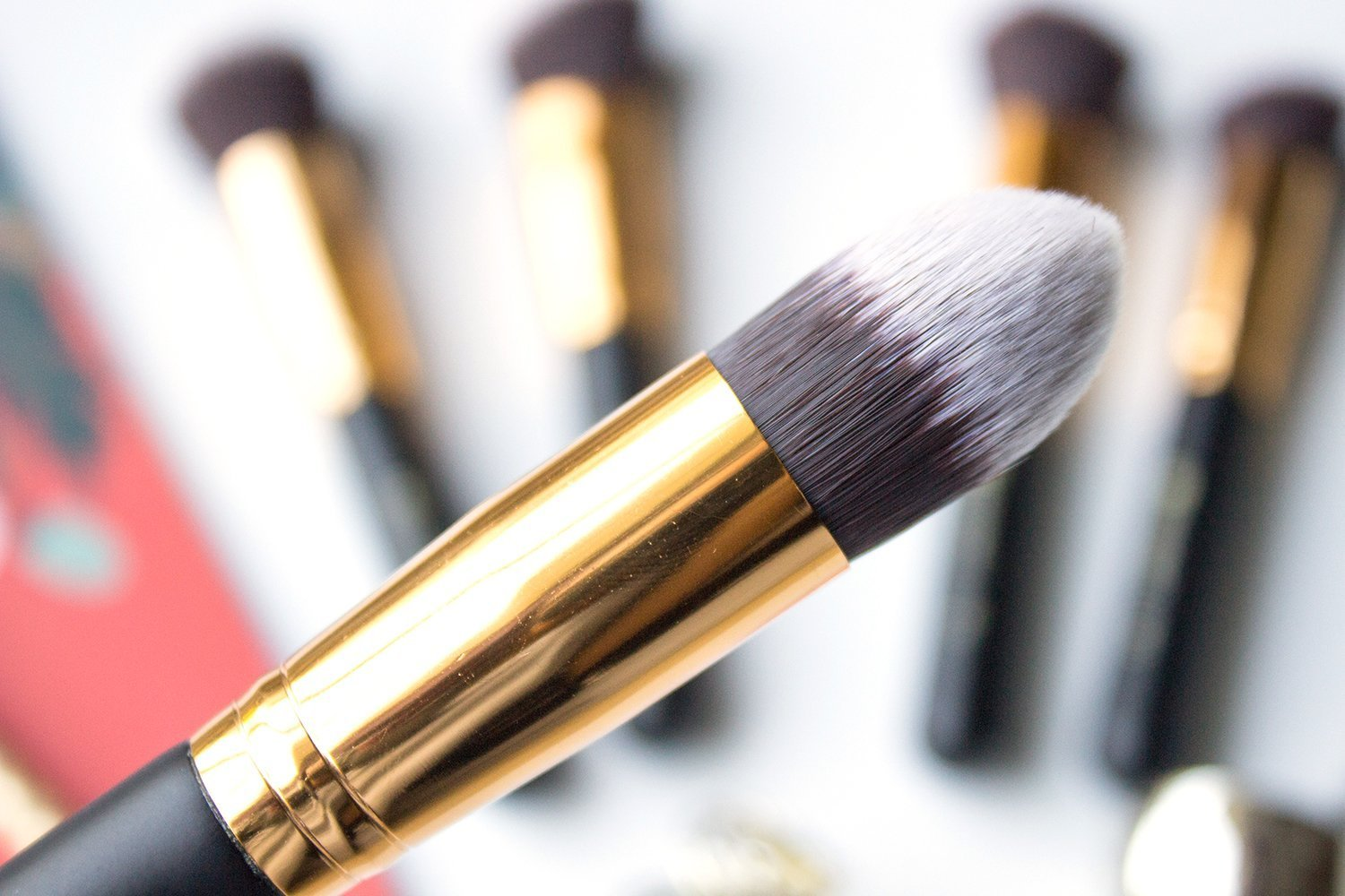 222b97bc7182b 115 Tapered Contouring Face Brush. The precise tip of this brush is great  for applying product to targeted areas of the face or for blending around  tight ...